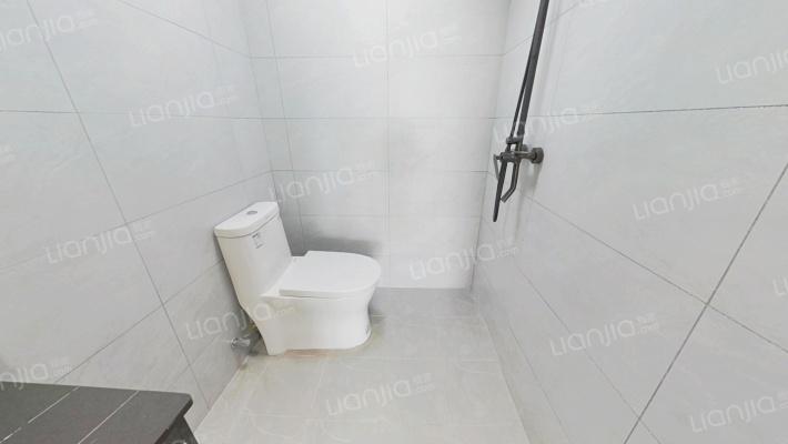 可使用空间大,全新精装修,看房子方便,拎包入住
