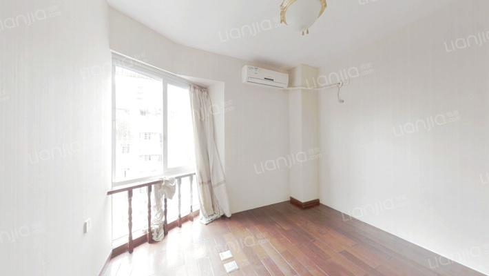 杨公桥复式结构,简装五房,带两个露台业主诚心出售